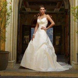 New Casa Blanca Bridal Gown * Size 8 * Style 1908